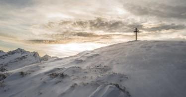 Cruz na montanha