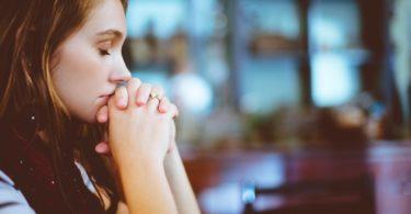 Mulher em oração