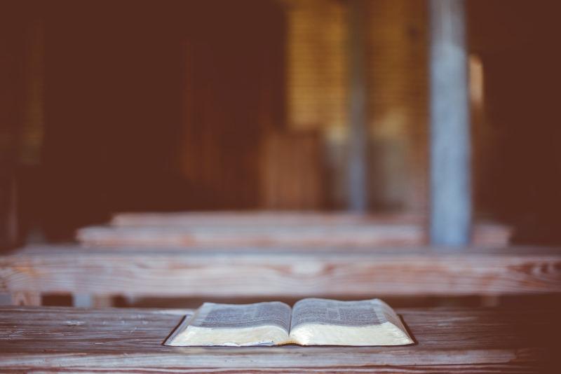 Bíblia no banco