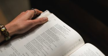 Bíbila aberta em Salmos