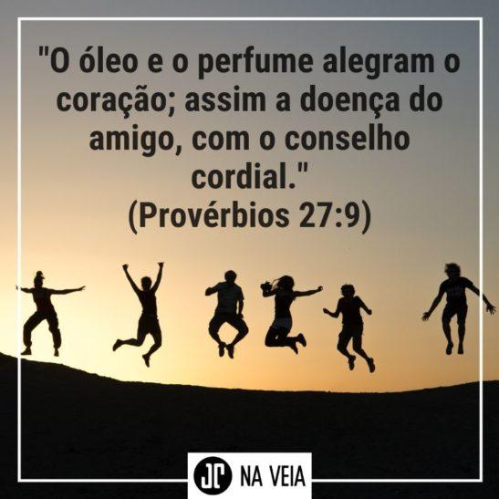 Pessoas pulando em foto de silhueta - Versículos sobre amigos - Provérbios 27:9