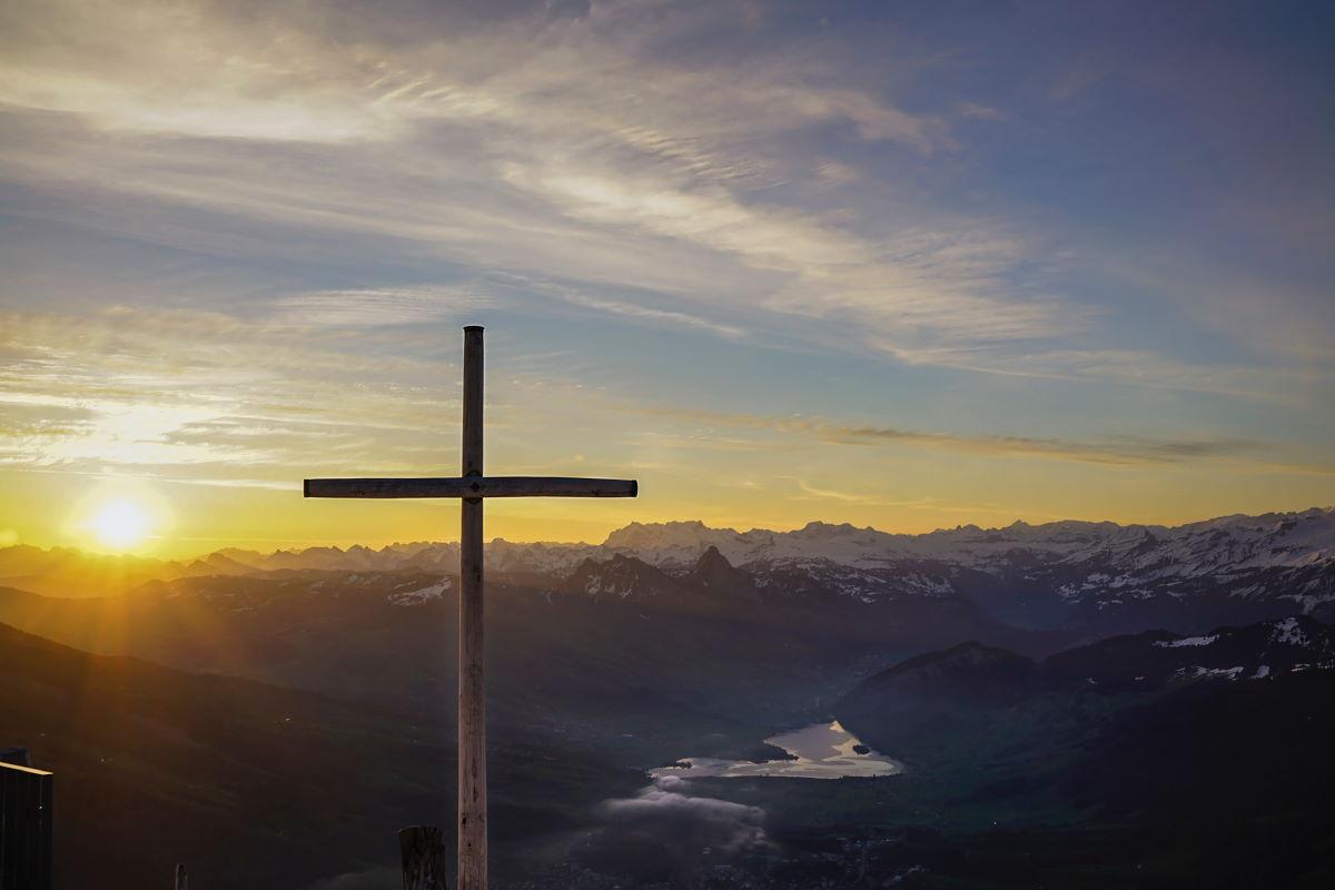 Cruz e sol - representando os versículos sobre cruz desta lista