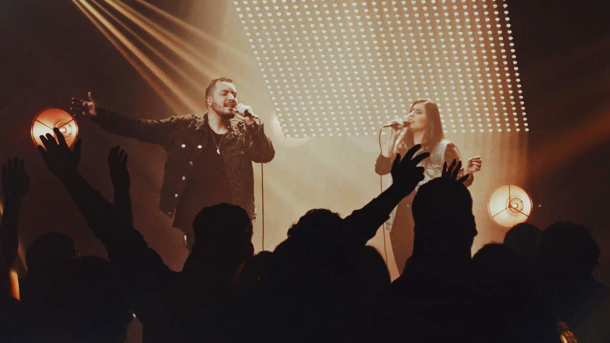 """Thaiane Seghetto e Isaias Saad cantando juntos a música """"Nada pra mim"""""""