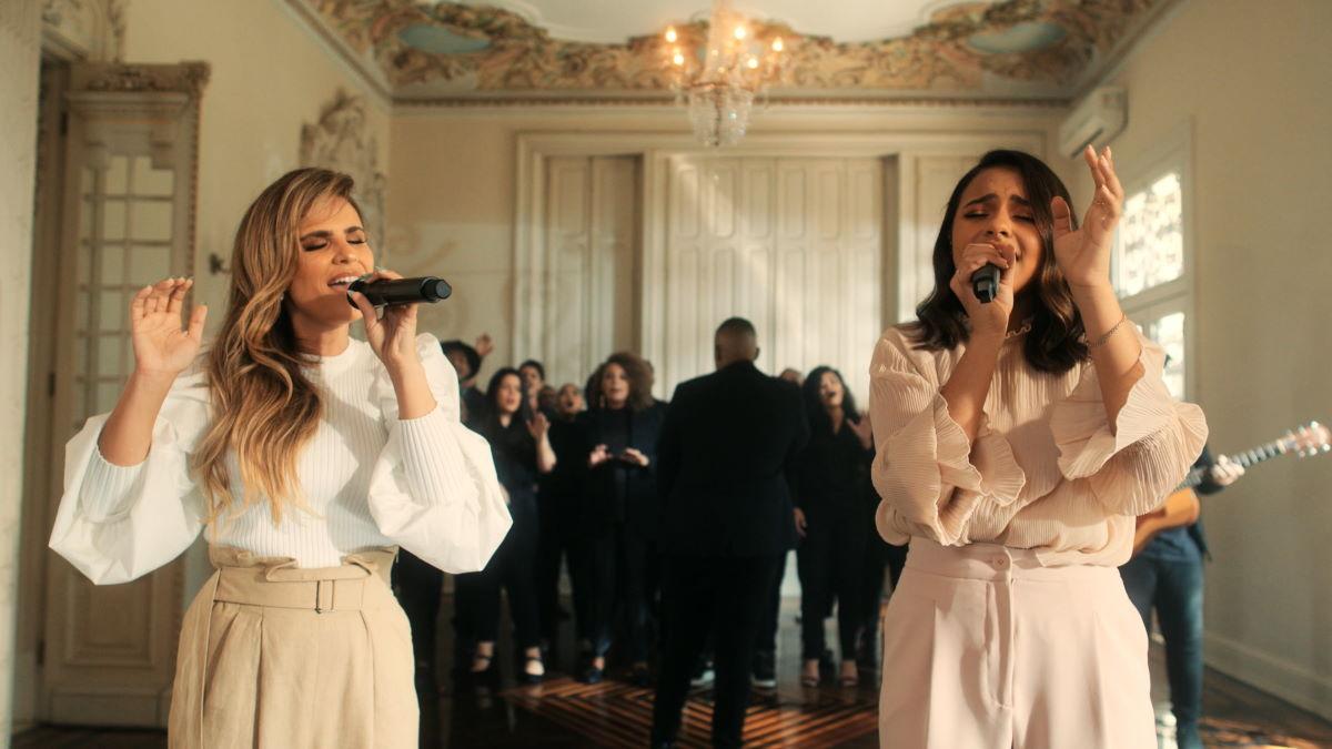 """Julia Vitória e Aline Barros - Cantando """"Ele vem"""""""
