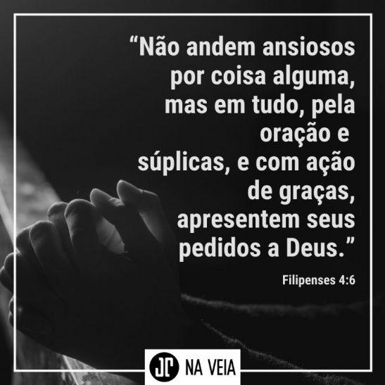 Imagem com foto e texto representando os versículos sobre oração. O texto da imagem é o de Filipenses 4:6